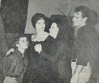 Βαγγέλης Σειληνός, Τζένη Καρέζη, Αλίκη Ζωγράφου, Νίκος Κούρκουλος. Πηγή: Έθνος, 5/10/1963.