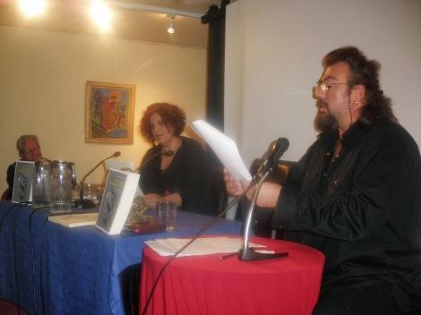 Ο Κωνσταντίνος Κωνσταντόπουλος διάβασε αποσπάσματα από κηρύγματα και μαζί με τη Μάρθα Φριντζήλα με μια δραματική απαγγελία ερμήνευσαν το έργο του Δαπόντε για τον Ιωσήφ και την Αιγυπτία που δημοσιεύεται για πρώτη φορά στην έκδοση.
