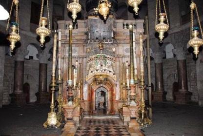 είσοδο του Ιερού Κουβουκλίου